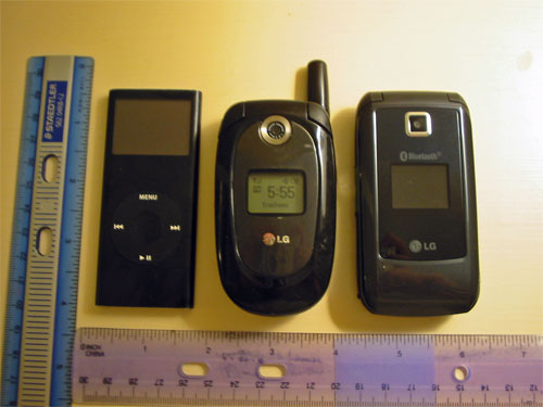 TracFone-LG-225-birds-eye-closed